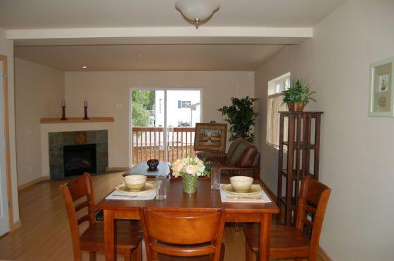 Everett Condo Dining & Livingroom