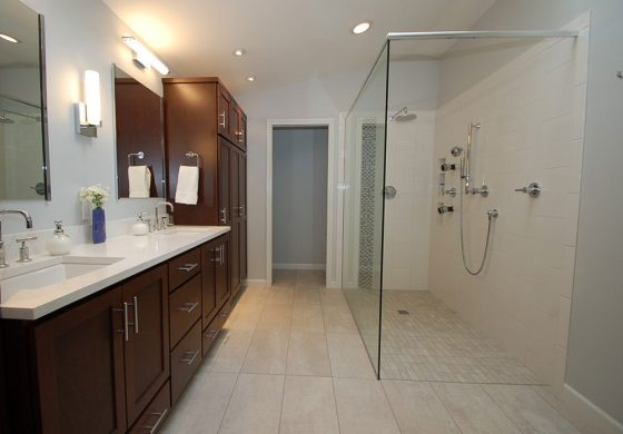 Dark Wood & Tiled Bathroom